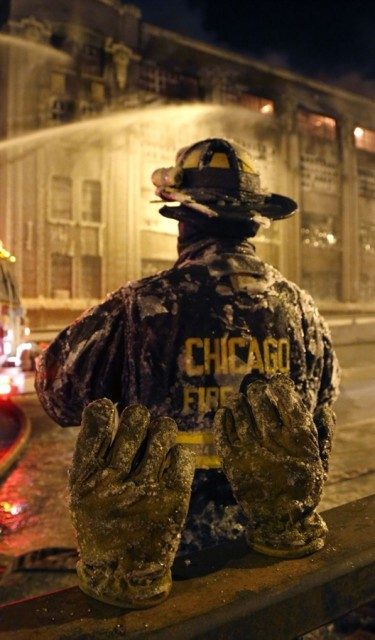 Chicago-Fire-in-Freezing-Temps-03