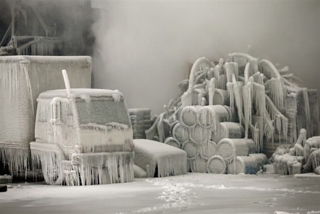 Chicago-Fire-in-Freezing-Temps-06-634x423