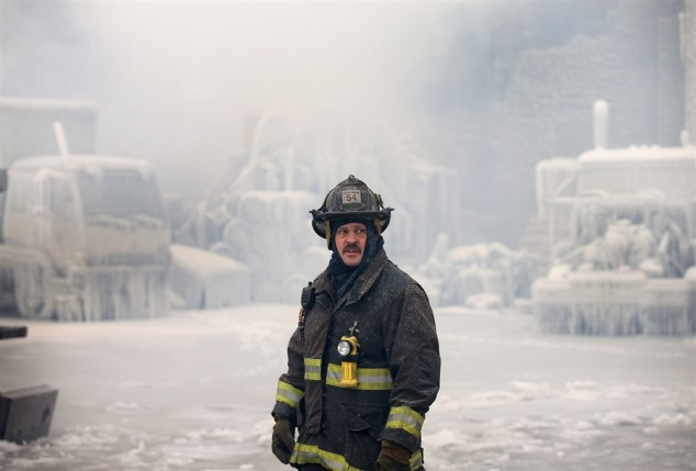 Chicago-Fire-in-Freezing-Temps-07-634x429