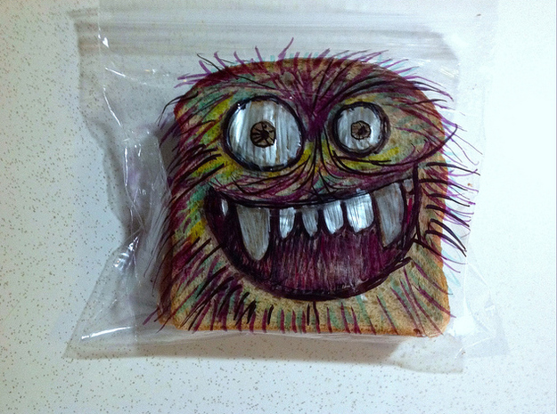 Dad-draws-on-kids-sandwich-bags-02