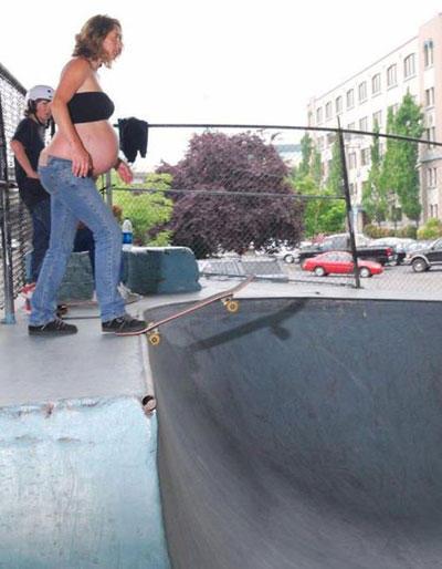 worst-mom-pregnant-skateboard