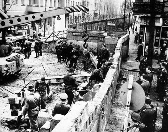 photos-historiques-construction-mur-de-berlin-1961