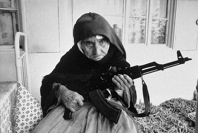 photos-historiques-ifemme-armenienne-106-ans-fusil