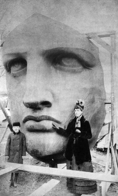 photos-historiques-incontournables-deballage-de-la-tete-de-la-statue-de-la-liberte-1885