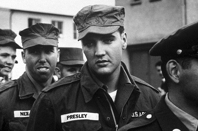 photos-historiques-incontournables-elvis-dans-armee-1958