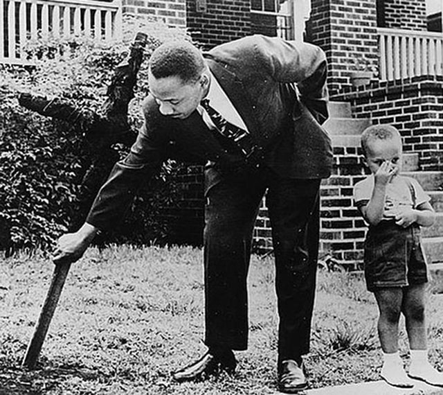 photos-martin-luther-king-et-son-fils-croix-brule