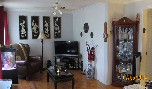 est ce que tu es capable de trouver ce qui cloche sur l 39 une des photos de cette maison en vente. Black Bedroom Furniture Sets. Home Design Ideas