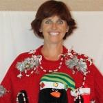 Une femme vend des étranges pulls de Noël sur Ebay en faisant toujours la même drôle de face