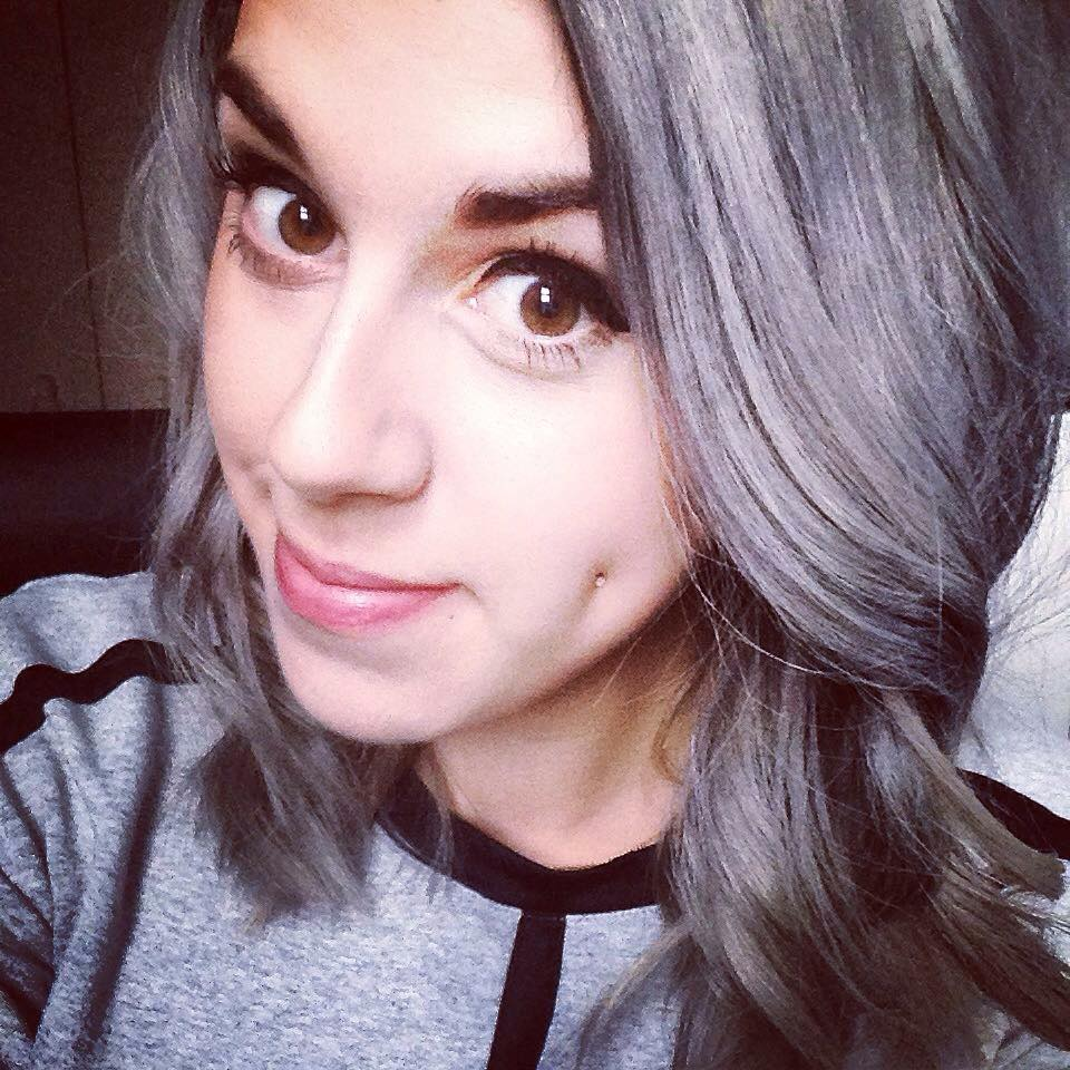 La tendance mode d 39 avoir les cheveux gris pour les filles envahit le web de jolies photos - Image pour fille ...