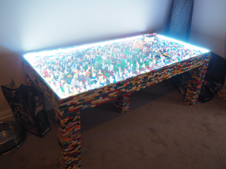 Une table de rêve pour les amoureux des Lego - Petit Petit Gamin ...