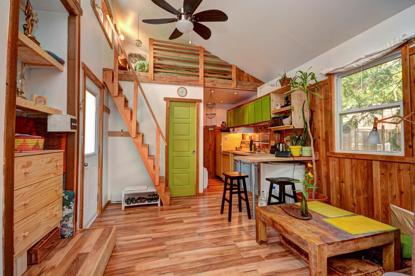 si tu aimes les mini maisons celle ci est vendre pour. Black Bedroom Furniture Sets. Home Design Ideas
