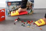 lego-cree-les-premiers-chaussons-capables-de-proteger-vos-pieds-des-briques-egarees-sur-le-sol-41