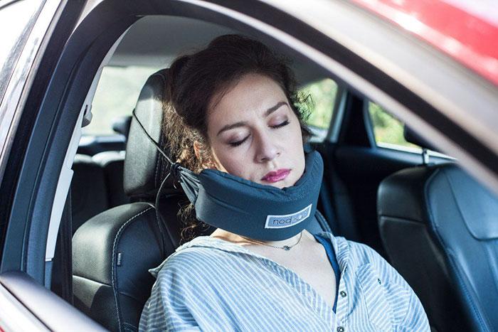 head-hammock-nodpod-sleep-travel-pillow-aeroplane-5