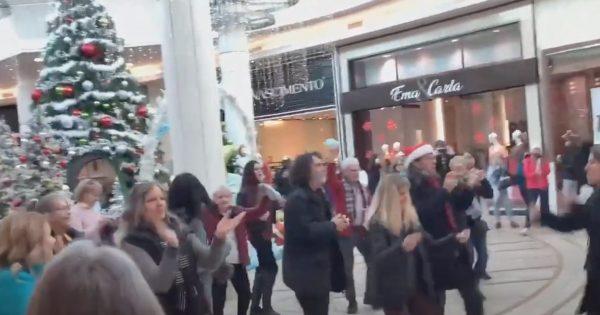 Immense party d'anti-masques dans un centre d'achat au Québec